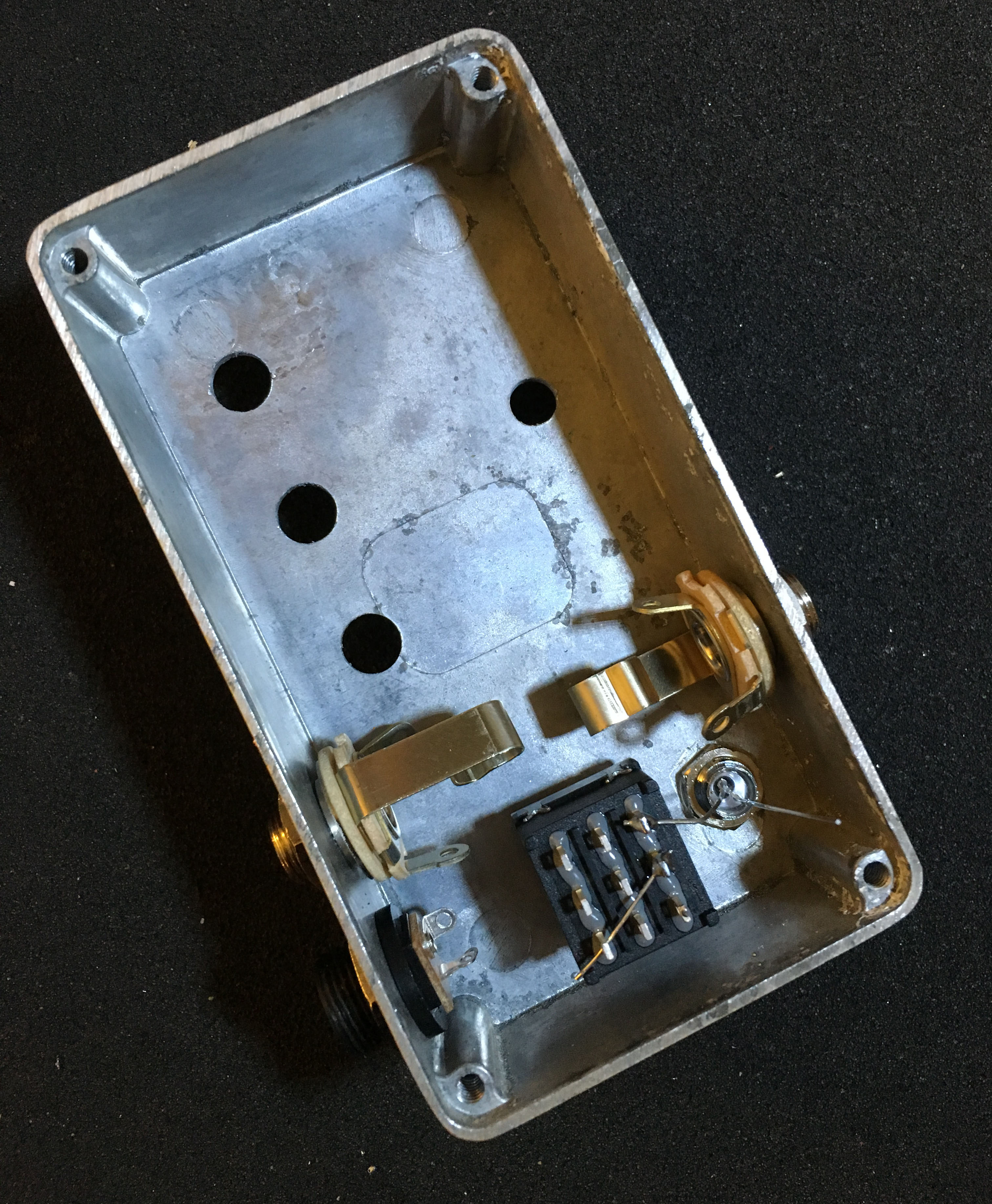 The Edge Of Your Seat Build Own Boss Fa 1 Fet Amplifier Tone Dan Amstrong Blue Clipper Guitar Effect Circuit Diagram Step 3 We Will Ground Pedal In This Connect A Wire From Lugs 2 And 6 On Footswitch To Dc Negative Lug One Unlike Other Two